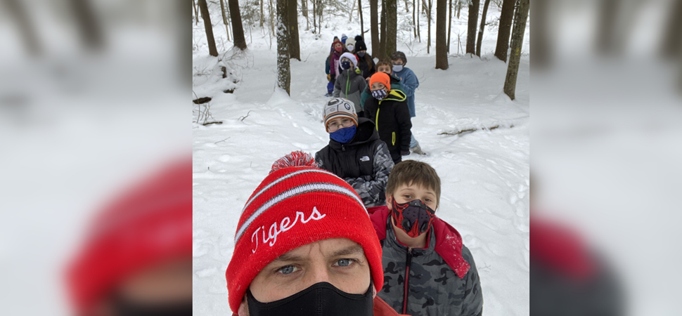 5th graders snow shoeing